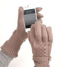 Smart Touch Gloves || a must for Minn. journos