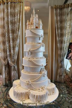Disney cake for a Disney themed wedding !