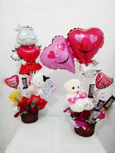 Candy Gift Baskets, Candy Gifts, Valentines Day Baskets, Happy Valentines Day, Valentine Decorations, Valentine Crafts, Valentine Bouquet, Balloon Flowers, Chocolate Bouquet