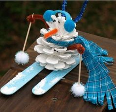 Pine Cone Snowman Eco-friendly Craft http://planetforward.ca/blog/pine-cone-snowman-eco-friendly-craft/