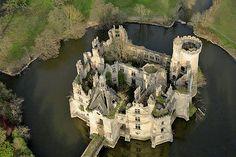 Château de la Mothe-Chandeniers Page on French Chateau.net