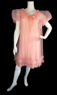 Mad Men chic 1960s Vintage Peach Chiffon Peignoir