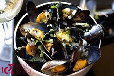 Mule po marynarsku - Małże w białym winie Vegetables, Fruit, Food, Accessories, Recipes, Essen, Vegetable Recipes, Meals, Eten