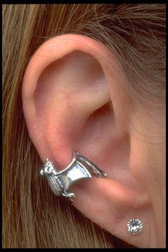 Bat Ear Cuff Silver Bat Ear Wrap Silver Ear Cuff Bat Jewelry Bat Earring Bat Wings Bat Charm Non Pierced Earring Non Pierced Earcuff Gothic Ear Jewelry, Cute Jewelry, Body Jewelry, Jewelry Accessories, Jewelry Box, Jewlery, Silver Ear Cuff, Accesorios Casual, Gothic Jewelry