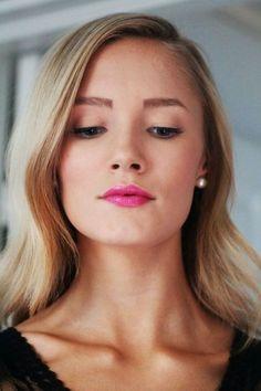 dustjacketattic:  pink lips & eyeliner | petrakarlsson