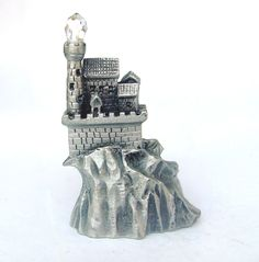 MINIATURE HEIRLOOM,USA 1990-#5264-PEWTER, CASTLE-WITH CRYSTAL