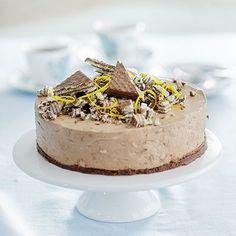 Tämä juustokakku vie kielen mennessään! Cheesecake Recipes, Dessert Recipes, Desserts, Yummy Eats, Yummy Food, Finnish Recipes, Buzzfeed Tasty, No Bake Cake, Sweet Recipes