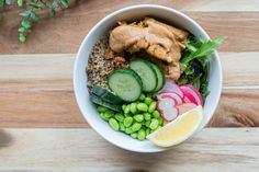 Satay sunfed 'chicken' bowl - Vegan - Vegetarian Recipe Vegan Vegetarian, Vegetarian Recipes, Edamame Beans, Free Chickens, Rice Wine, How To Cook Quinoa, Lettuce, Cucumber, Eat