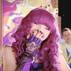 The best go-to source for all things Descendants.Here you will find the latest news, pictures, edits and more for your daily dose of Descendants! Dove Cameron Descendants, Descendants Wicked World, Descendants Characters, Disney Channel Descendants, Disney Descendants 3, Descendants Cast, High School Musical, Mal And Evie, Disney Live