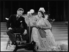 Judy Garland, with Mickey Rooney, knits while performing (on radio? or while a live performance is being broadcast?)