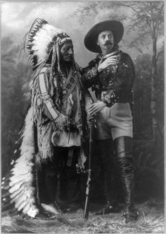 Sitting Bull in his Wild West Show costume with Buffalo Bill. The full warbonnet was a prop used in Buffalo Bill's Wild West Show. When not performing, Sitting Bull wore only one feather. Native American Photos, Native American History, American Indians, American Women, Sitting Bull, Man Sitting, Buffalo Bills, Wild West, Art Indien