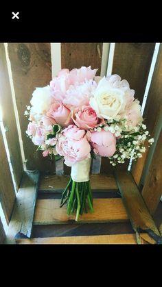 White and Pink brides bouquet peonies david austin roses rustic boho vintage sty. Bridal Flowers , White and Pink brides bouquet peonies david austin roses rustic boho vintage sty. White and Pink brides bouquet peonies david austin roses rustic bo. Peony Bouquet Wedding, Bridal Bouquet Pink, Bride Bouquets, Bridal Flowers, Floral Wedding, Wedding Colors, Peonies Bouquet, Wedding Rustic, Trendy Wedding