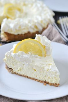 An easy and delicious no bake recipe for Low Carb Lemon Cheesecake made with a simple almond crust. Baked Lemon Cheesecake, Keto No Bake Cheesecake, No Bake Lemon Pie, Jello Cheesecake, Low Carb Keto, Lemon Cream Cheese Pie, Lemon Whipped Cream, Low Card Desserts, Low Sugar Desserts