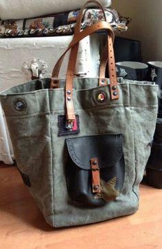Sac Pomponnette Marseille Sacs Tote Bags, Tote Purse, Tote Handbags, Purses And Handbags, Diy Sac, Sack Bag, Recycled Denim, Patchwork Bags, Denim Bag