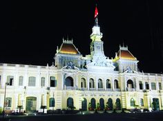 After a few cocktails on the rooftop bar  had to take this shot of the People's Committee Building at HCMC. This is one of the oldest biggest and the most beautiful French style buildings here. #whodoido #hcmc #vietnam #travelblogger #travelgram #travelst