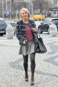 """Mariola Bojarska-Ferenc (54 l.) może się poszczycić zgrabną sylwetką. Nic więc dziewnego, że w kusej mini, w której pojawiła się w """"Pytaniu na śniadanie"""", trenerka fitness i przeciwniczka Ewy Chodakowskiej prezentowała się świetnie! Wygląda na swój wiek? - Zdjęcie dnia -"""