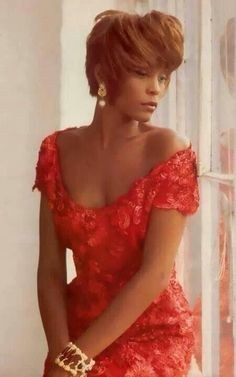 Beauty Beverly Hills, Whitney Houston Pictures, Soul Singers, Black Actors, The Jacksons, Famous Singers, Celebs, Celebrities, Beautiful Black Women