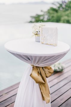 Cocktail table decoration