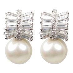 Pearl Earrings Wedding, Pearl Jewelry, Diamond Earrings, Sea Pearls, Baguette Diamond, Beautiful Earrings, Fashion Boutique, Gems, Jewels