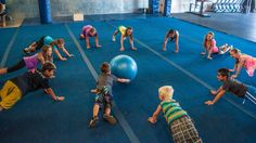 CrossFit für Kinder - Sport und Frauen - New Ideas Kids Gym, Yoga For Kids, Exercise For Kids, Kids Sports, Gym Games For Kids, Zumba Kids, Kid Yoga, Physical Education Games, Health Education