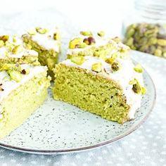 AVOCADO CAKE vervang je banaan door #avocado en je hebt een mega fluffy cake. Mix het met limoen en het word ook nog eens lekker fris! Perfect voor zomerse dagen als vandaag. Deze cake is vrij van gluten, lactose en geraffineerde suikers én super makkelijk te maken in de airfryer of oven. Recept nu online, link in bio #essiehealthylife