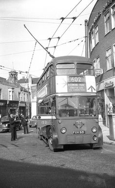 LT trolley bus on route 602 in Clarence Street, Kingston Road Transport, London Transport, Public Transport, Uk History, London History, London Bus, Old London, Lamborghini, Ferrari