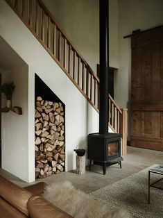 wood burning stove in front of the stairs in the beautiful, nature inspired home of ceramicist Kelli Cain. The beautiful, nature inspired home of a ceramicist Anni Wald Anni_Wald Kamin wood burning stove in front of the stairs in Style Loft, Gravity Home, Under Stairs, Scandinavian Home, Scandinavian Fireplace, Inspired Homes, Home Projects, Design Projects, Interior Inspiration