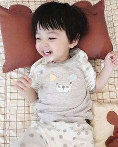 Cute Baby Boy, Cute Little Baby, Little Babies, Cute Kids, Baby Kids, Cute Asian Babies, Korean Babies, Asian Kids, Cute Family