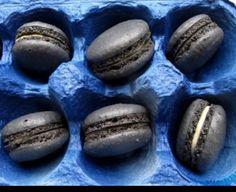 I semi di sesamo nero possono dare un tocco esotico ai macarons.
