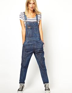 I love overalls. I truly believe that every girl should have at least one pair. They're amazing.