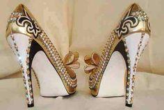 black gold fleur de lis who dat shoes. Saints Gear, Muses Shoes, Who Dat, Unique Shoes, New Orleans Saints, Shoe Closet, Gold Fashion, Crazy Shoes, Custom Shoes