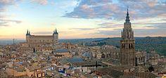 Toledo Skyline Panorama, Spain - Dec 2006.jpg.  Bienvenidos a nuestro viaje al arte