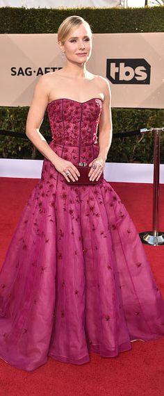 Kristen Bell en une robe soirée fuchsia longue princesse bustier coeur