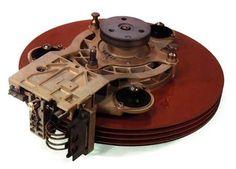 В 1973 году IBM выпустила жёсткий диск модели 3340, в который при разработке были заложены два модуля ёмкостью по 30 МБ. Хотя в финальной версии память была увеличена до 70 МБ, ассоциация чисел 30/30 с популярным охотничьим патроном .30-30 Winchester дала накопителю кодовое имя «винчестер». Это название стало нарицательным для всех жёстких дисков, причём в английском языке уже вышло из употребления, а в русском активно используется.
