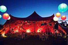 Maak van je feest een festival ! Gebruik lampionnen om het helemaal af te maken. Festivalwedding festival huwelijk, vintage wedding, bohemian marriage, paper lantern #festival #lampion #weddingideas #weddinginspiration #party #huwelijk #trouwen #colourful #styling #events #eventplanner #horeca #happy #decoration #pagode #summer Bruiloftsversiering, bruiloftsborden, lantaarns, lanterne, mariage,