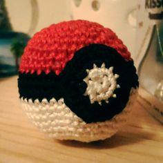 #pokebola #amigurumi #crochet #knit #Pokemon  #PokemonGo #CrochetGo usa NOV2016 y obtén 10% de descuento!