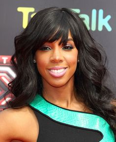 Kelly Rowland's face is beat!