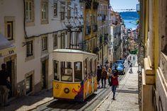 Még most is beleszédülök, hogy mennyi gyönyörű épület és emlékmű, íz és illat és felejthetetlen pillanat ért minket Lisszabonban! Street View