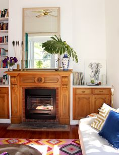 All week I've been trying to bring you these photos featuring the living room of a lovely Bibby + Brady  client. It's taken 'til Friday afte...