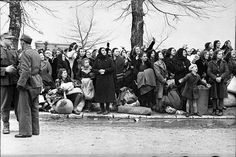This shows 1725 Jewish men women and children from Ioannina Greece, being rounded up by the Gestapo and loaded onto trucks to be taken to concentration camps in Eastern Europe Cromwell Tank, Operation Market Garden, Jewish Men, Greek History, Second World, World War Two, Historical Photos, Ww2, The Past