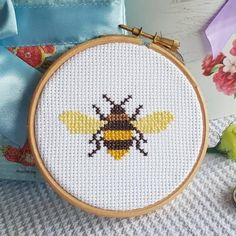 Thrilling Designing Your Own Cross Stitch Embroidery Patterns Ideas. Exhilarating Designing Your Own Cross Stitch Embroidery Patterns Ideas. Cross Stitch Beginner, Easy Cross Stitch Patterns, Mini Cross Stitch, Cross Stitch Fabric, Simple Cross Stitch, Cross Stitch Designs, Cross Stitch Embroidery, Embroidery Patterns, Hand Embroidery