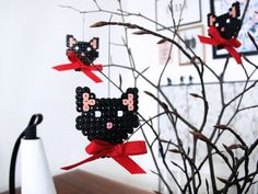 DIY – Fastelavns pynt i hama perler Cute Crafts, Bead Crafts, Diy And Crafts, Crafts For Kids, Fuse Beads, Perler Beads, Hama Perler, Kids Carnival, Hama Beads Design