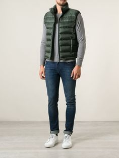Outfits Hombre, Vest Outfits, Casual Outfits, Men Casual, Fashion Outfits, Young Adult Fashion, Sleeveless Coat, Classic Outfits, Mens Clothing Styles