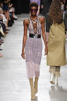 See the complete Véronique Leroy Spring 2017 Ready-to-Wear collection.