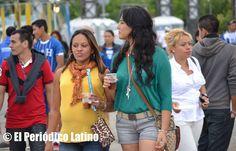 Los hondureños llegaron desde muy temprano al Moll de la Marina en Barcelona a  Celebrar su Fiesta Nacional.
