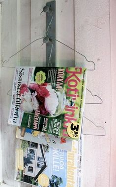 Magazine holder from laundry hangers Cottage Toilets, Cottage Showers, Summer Cabins, Cabin Bathrooms, Room Of One's Own, Outdoor Baths, Composting Toilet, Primitive Furniture, Country Decor