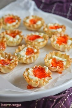 Cream Cheese and Pepper Jelly Phyllo Cups : Super quick and easy, this recipe dresses up the old standby. You can even prep the fillo shells and cream cheese in advance, and just pop them in the oven when your guests arrive. Cheese Appetizers, Finger Food Appetizers, Yummy Appetizers, Appetizers For Party, Appetizer Recipes, Avacado Appetizers, Prociutto Appetizers, Mexican Appetizers, Elegant Appetizers