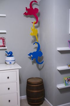 DIY Jumbo Hanging Barrel of Monkeys - We made these for our son's Disney & Toy Story nursery! Toy Story Nursery, Toy Story Bedroom, Toy Story Theme, Toy Story Party, Toy Story Birthday, 3rd Birthday, Cumple Toy Story, Festa Toy Story, Disney Rooms