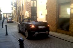 The Range Rover Evoque Convertible Concept is set to make its debut at the Geneva Motor Show on March but an English car spotter spied the concept yesterday morning in London near the Tower Bridge. New Range Rover Evoque, Geneva Motor Show, Cabriolet, London Street, Car Car, Tower Bridge, Sport Cars, Concept Cars, Offroad
