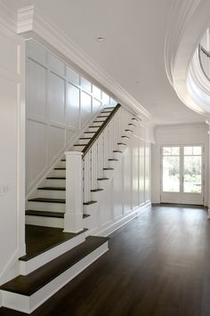 LOVE the dark wood with white! [East Hampton house by Carmina Roth Interiors] LOVE the dark wood with white! [East Hampton house by Carmina Roth Interiors] Staircase Design, Staircase Ideas, Staircase Makeover, Staircase Molding, Staircase Architecture, Wood Staircase, Modern Staircase, Hallway Ideas, Interior Stairs